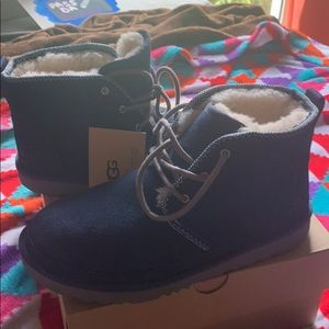 Authentic Ugg boots size 5 kids never worn